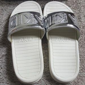 b0aadee54c82 Akid Aston Slide sandals 4-5 years